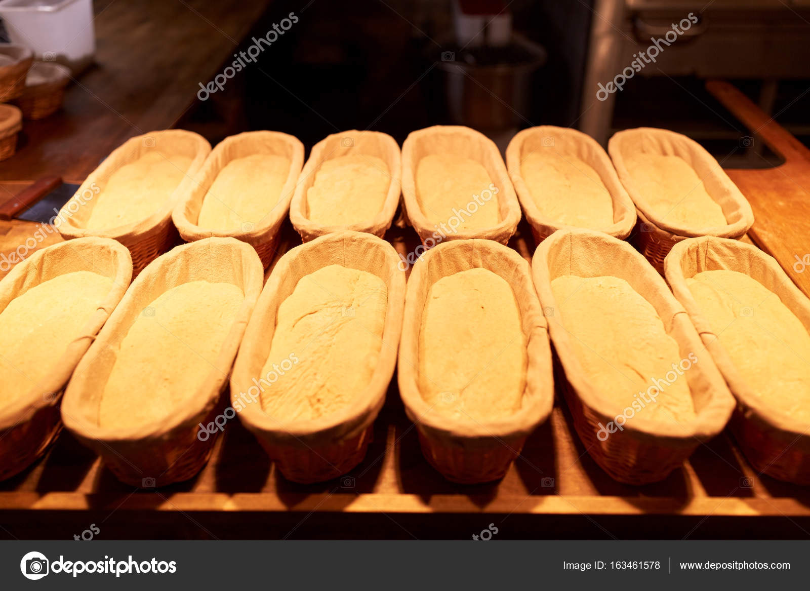 kitchen basket cork floor 酵母面包面团在面包店厨房在篮子里 图库照片 c syda productions 163461578