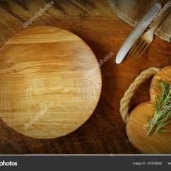 Kitchen Tops Wood Stainless Steel Doors Outdoor Kitchens 老式银器 砧板 盘子 迷迭香在质朴的木制背景上 厨房设置表的顶部视图 照片作者vaivirga