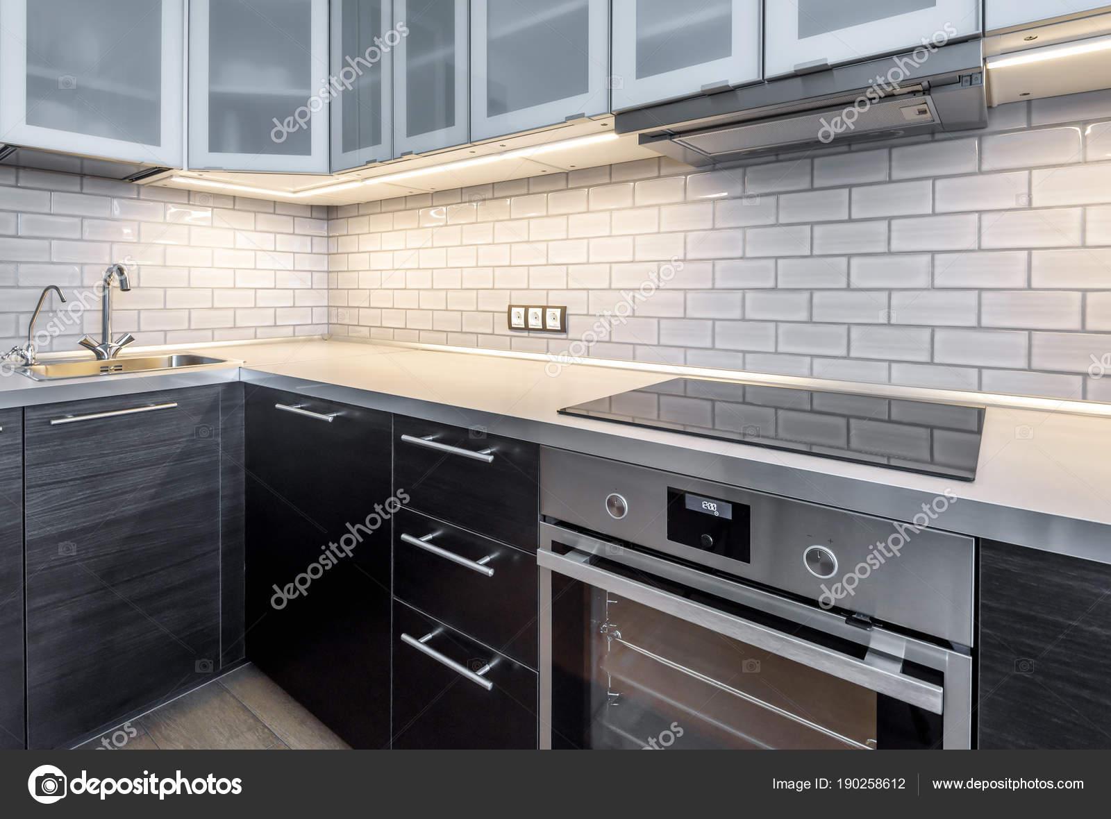farm kitchen sink flooring 厨房内饰与照明 图库照片 c scaliger 190258612