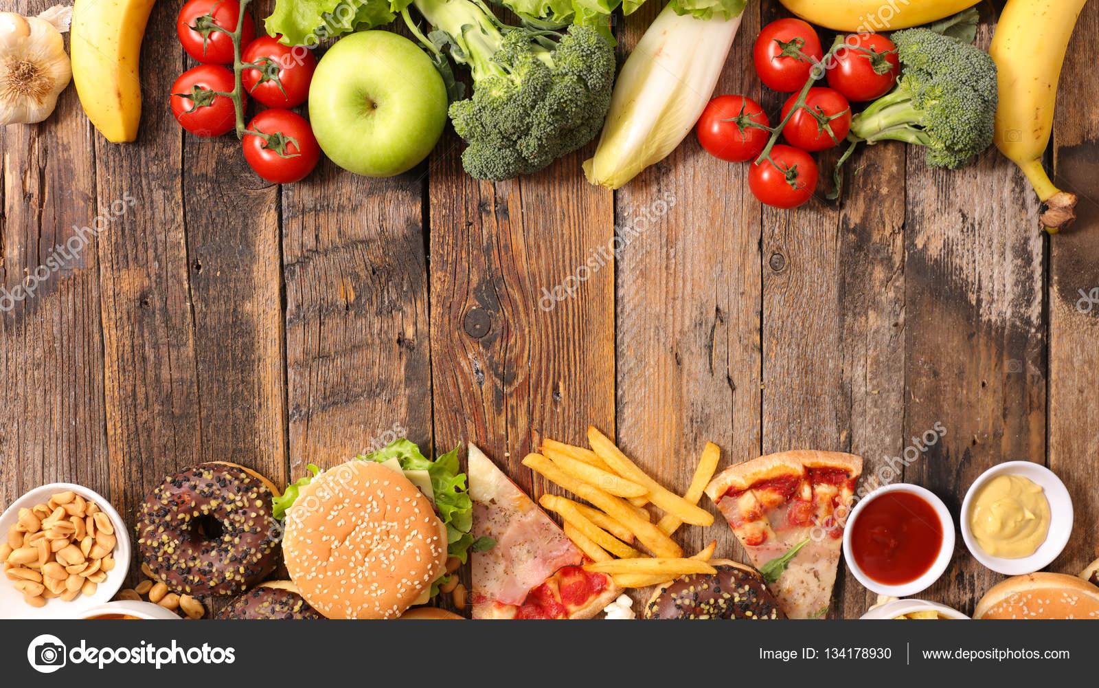 Comida sana o comida chatarra  Foto de stock  studioM