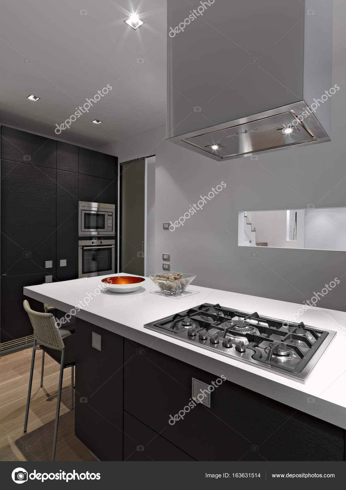 kitchen island with stove kohler faucets home depot 室内拍摄的现代厨房里前景厨房岛 图库照片 c aaphotograph 163631514