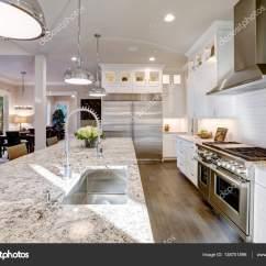 Shaker Style Kitchen Outdoor Kitchens On A Budget 白色的厨房设计在豪华的新家 图库照片 C Iriana88w 138701896 白色的厨房设计具有大型酒吧风格厨房岛与花岗岩台面被现代吊灯照亮 不锈钢器具框架由白色振动筛柜 西北美国 照片作者iriana88w