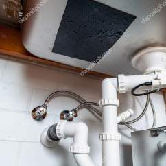 Built In Kitchen Table Moen Faucet 内置金属厨房的水槽 底部视图 图库照片 C Glebchik 169367532