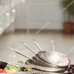 Kitchen Appliance Store Best Package 厨房用具店广告烹饪 图库照片 C Golubovystock 181910166