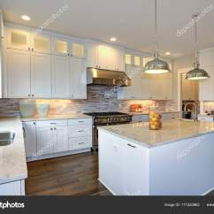 Kitchen Island Large Custom Islands For Sale 奢华的白色厨房与大厨房岛 图库照片 C Alabn 171322862