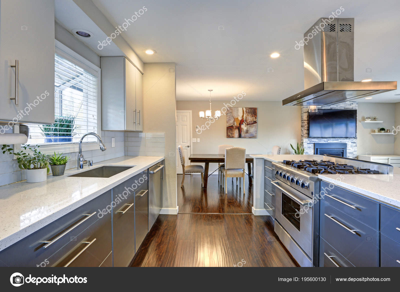 updated kitchens kitchen storage cabinets with doors 时尚的更新厨房与不锈钢用具 图库照片 c alabn 195600130