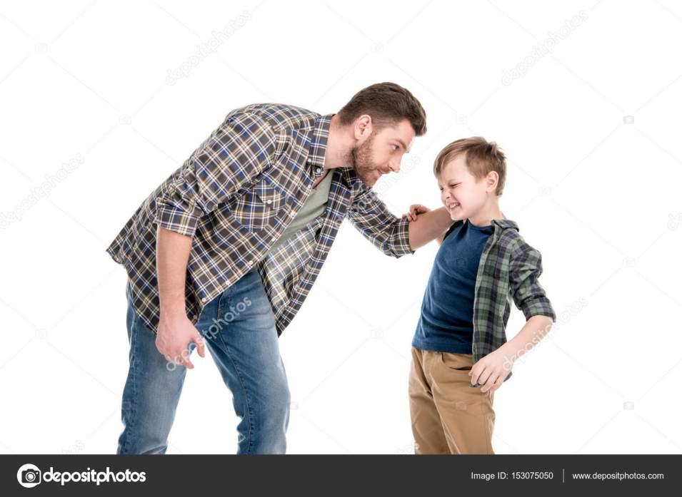 depositphotos_153075050-stock-photo-father-and-son-having-conflict 21 Coisas Que Você Nunca Deve Dizer ao Seu Filho