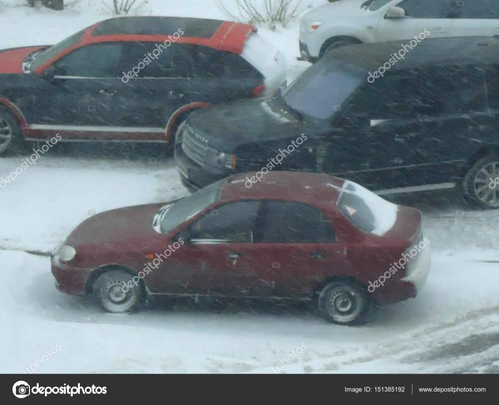 medium resolution of daewoo lanos in winter fotograf a editorial de stock