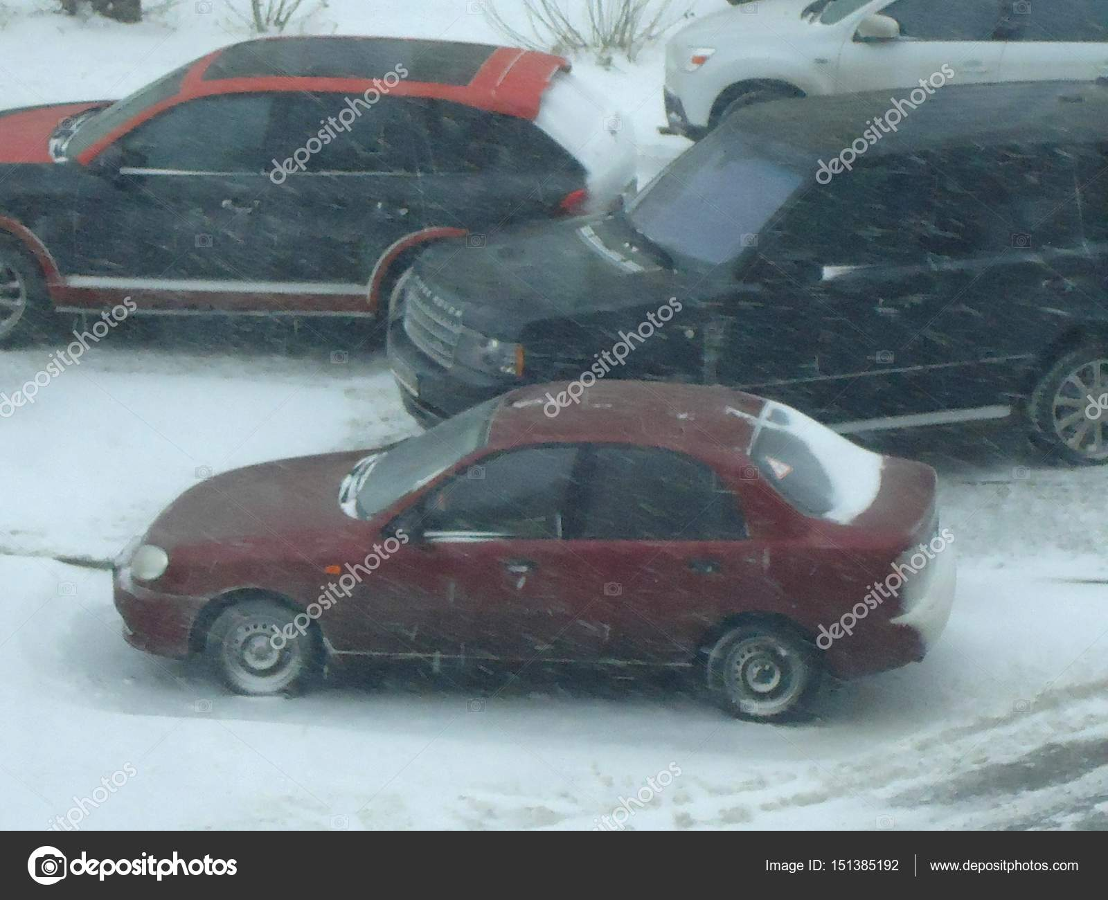 hight resolution of daewoo lanos in winter fotograf a editorial de stock