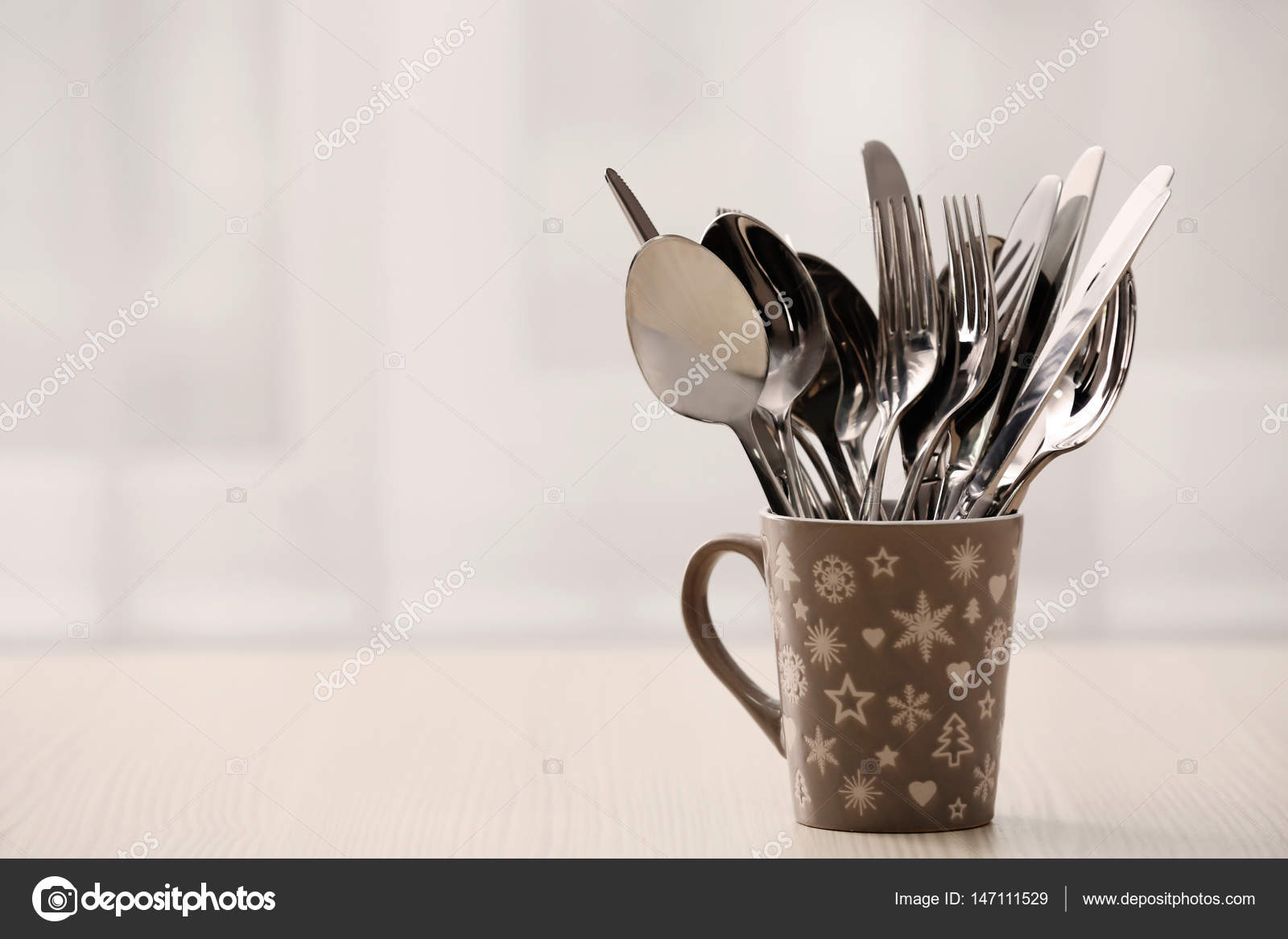 metal kitchen tables makeover ideas 一套金属厨房用具 图库照片 c belchonock 147111529 一套金属厨房用具在陶瓷杯 在桌子上 照片作者belchonock