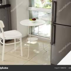 Kitchen Desk Chair Outdoor 现代厨房桌椅 图库照片 C Belchonock 168880762