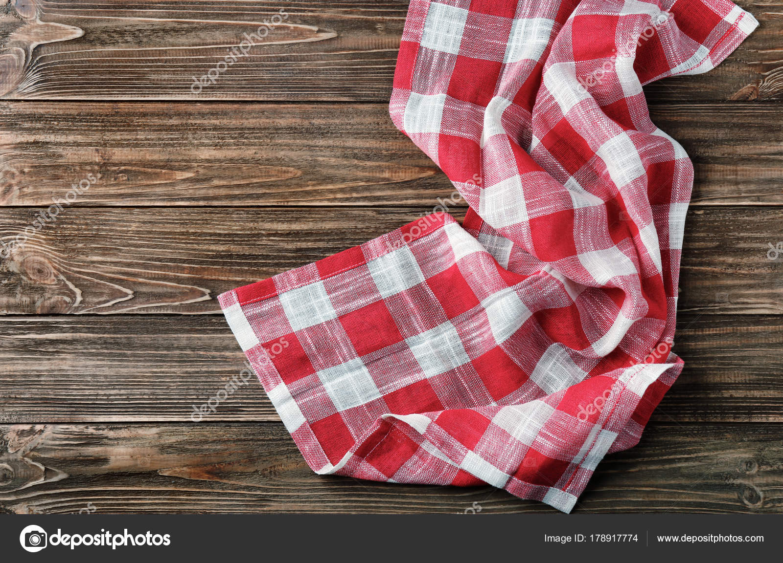 kitchen towel drainboard sink 木桌格子厨房巾 图库照片 c belchonock 178917774