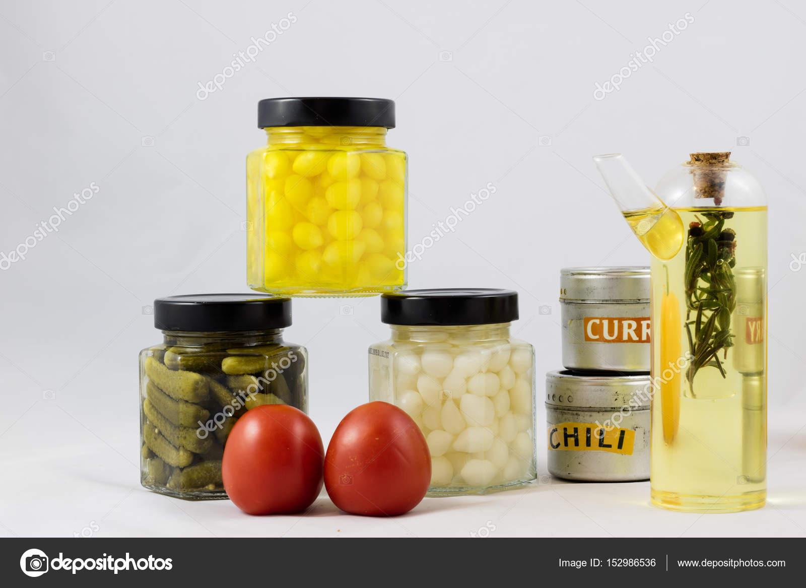 kitchen pantry cabinet backsplash lighting 伟大的蔬菜保持厨房的食品柜 图库照片 c piotrek wytrazek pl 152986536