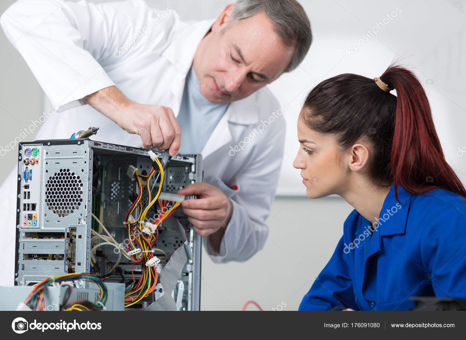 technical support engineer and apprentice  Stock Photo  photography33 176091080