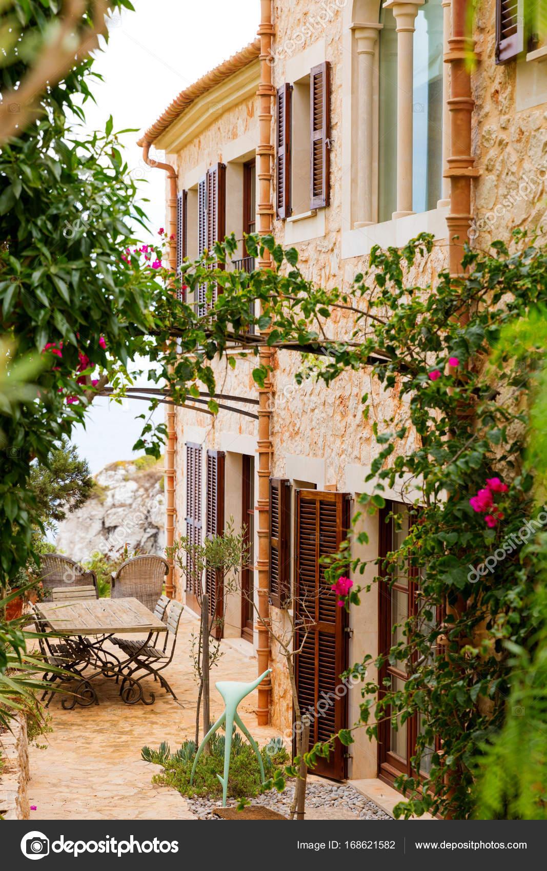 Traditionelle spanische Finca Haus aus Mallorca  Stockfoto  zstockphotos 168621582