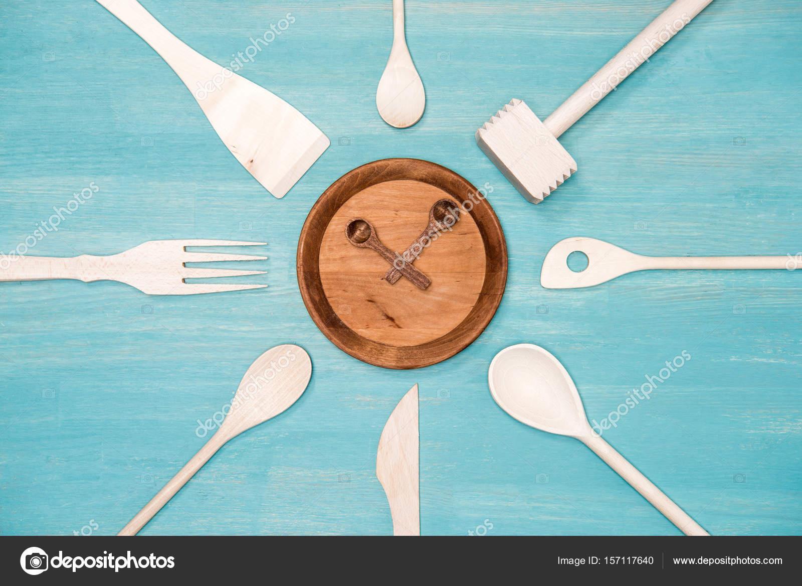 wooden kitchen clock big lots chairs 顶视图的各种木制厨房用具和时钟符号板上 图库照片 c kostyaklimenko 图库