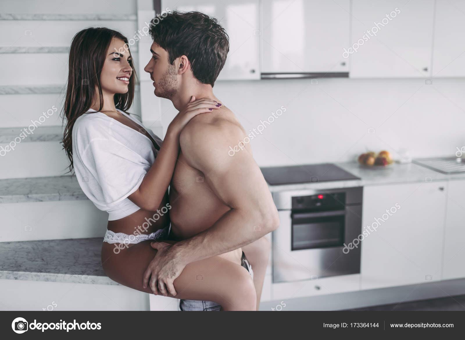 coppia in cucina  Foto Stock  4pmphotogmailcom 173364144