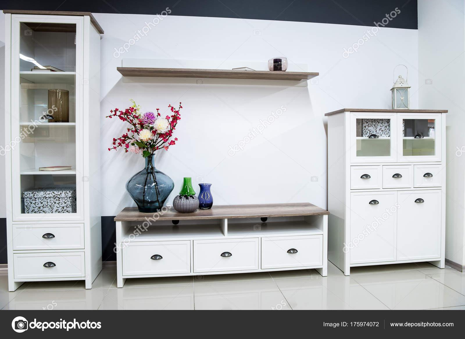 awesome moderne woonkamer interieur met kast stockfoto