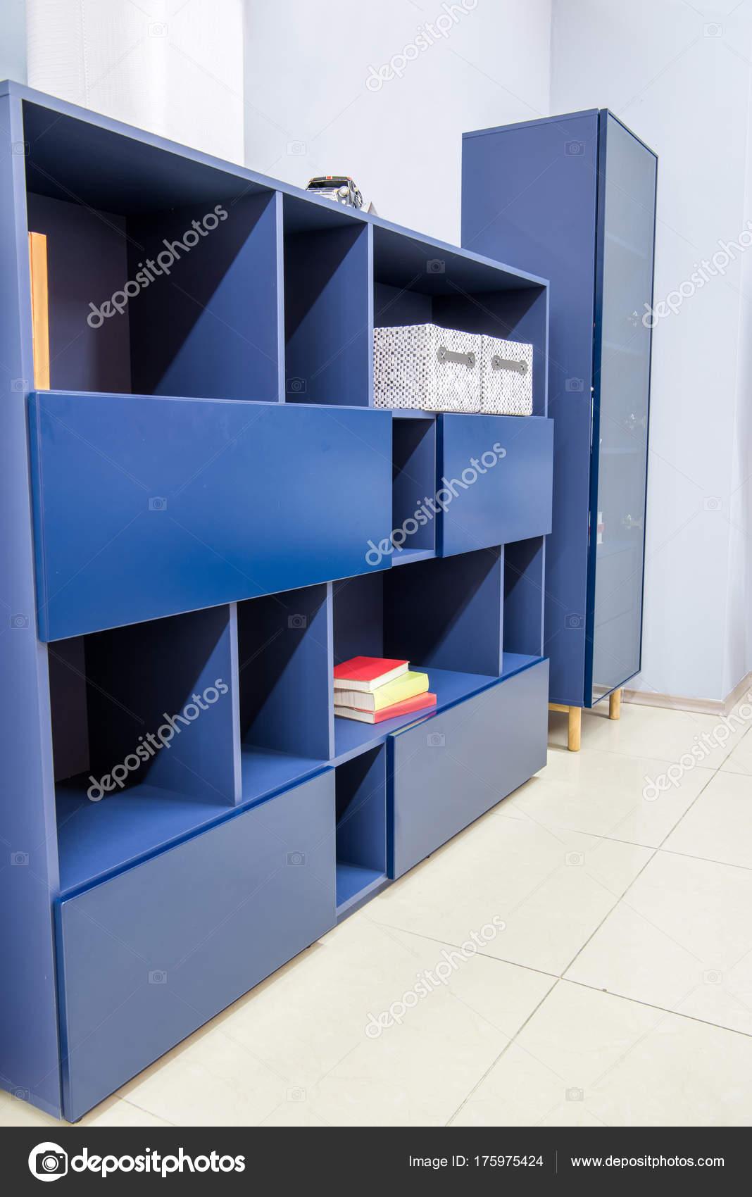 Moderne Woonkamer Interieur Met Blauwe Kasten  Stockfoto