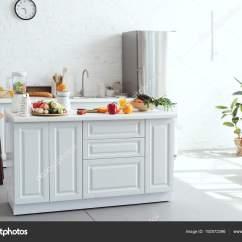 Kitchen Counters Track Lighting Fixtures 厨房柜台上的水果蔬菜白光厨房内饰 图库照片 C Vitalikradko 192572396