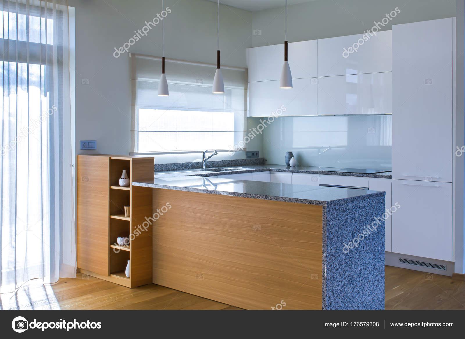 designing a kitchen bakers racks for kitchens 现代厨房设计在轻的内部与木口音房间里还有一个厨房半岛厨房和客厅结合 现代厨房设计在轻的内部与木口音房间里还有一个厨房