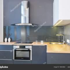 Kitchen Accent Table Home Depot Floor Tile 现代家庭内部现代厨房设计在轻的内部与木口音led 欧洲家具彩绘门面厨房 欧洲家具