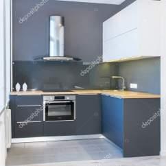 Kitchen Accent Table For 8 现代家庭内部现代厨房设计在轻的内部与木口音led 欧洲家具彩绘门面厨房 欧洲家具