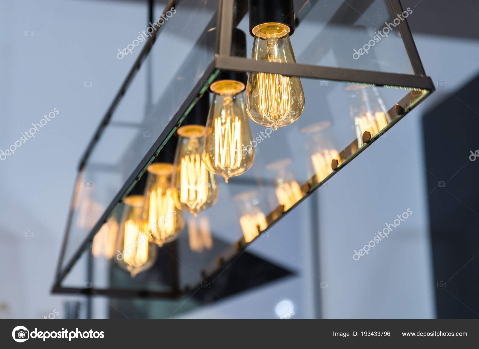 hanging kitchen light accent rugs 现代家庭内部厨房内饰挂灯 图库照片 c richard salamander 193433796