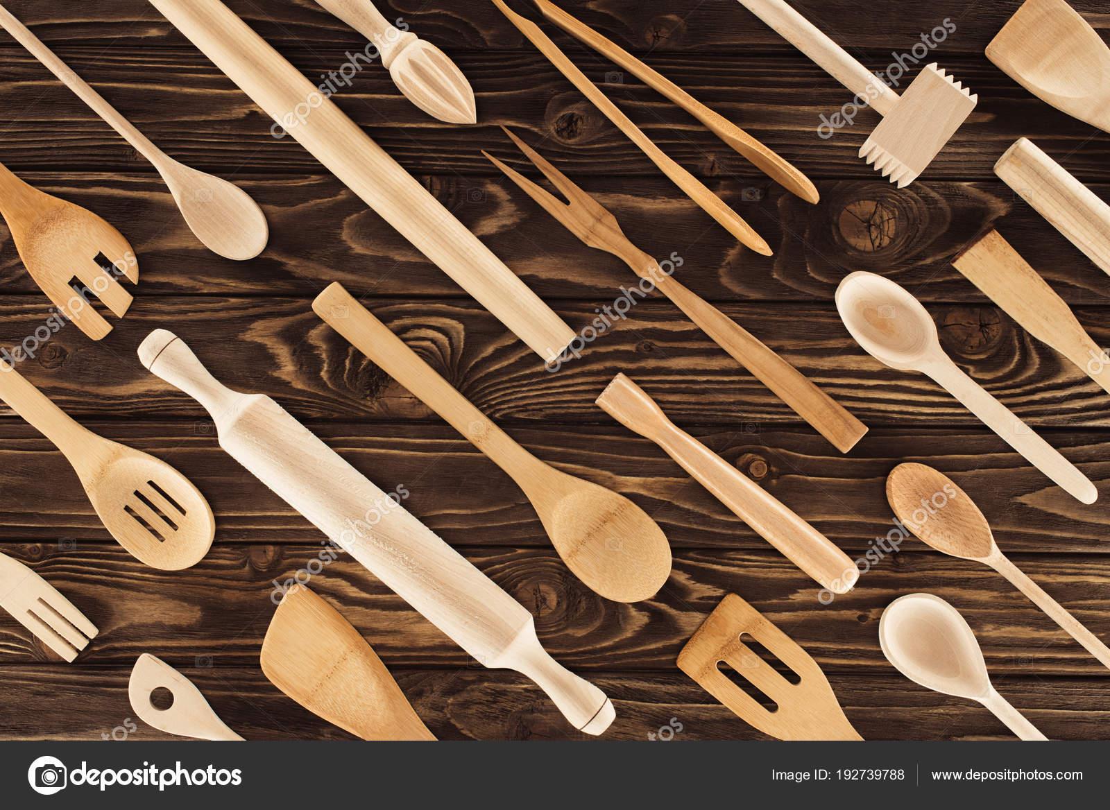 wood table kitchen to go cabinets 木桌厨房用具的顶部视图 图库照片 c vadimvasenin 192739788