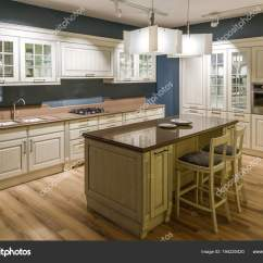 Www.kitchen Cabinets Kidkraft Kitchen Sets 现代厨房内饰与木制橱柜 图库照片 C Antonmatyukha 194220420