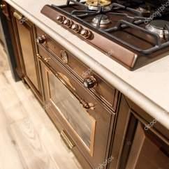 Refurbished Kitchen Table Cabinets St Louis 翻新厨房内饰与炉子在柜台上 图库照片 C Antonmatyukha 194222104