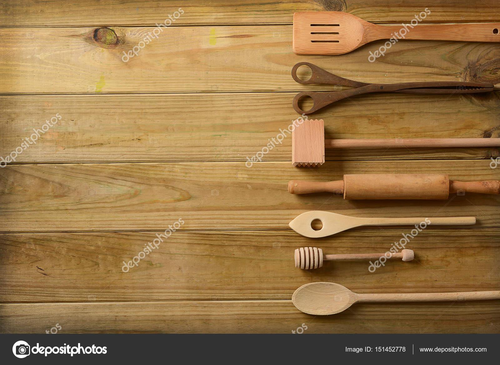 kitchen tables sets inexpensive countertops for kitchens 一套厨房用具在桌子上 图库照片 c al1962 151452778 一套厨房用具上表 特写 照片作者al1962