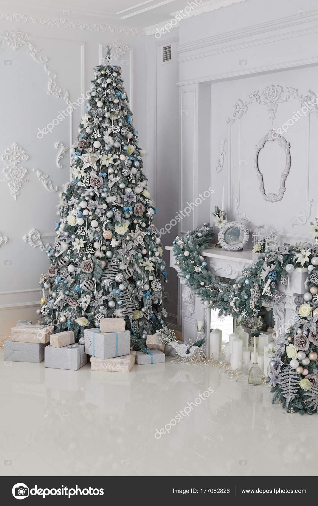 f3c04cefb34 Vacacional Habitación Decorada Con Árboles Navidad Presenta