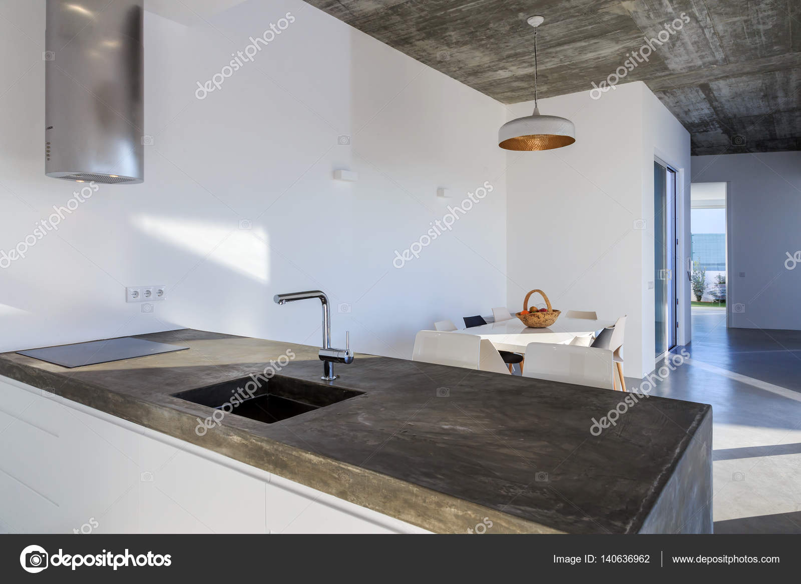 gray tile kitchen floor inexpensive table sets 现代厨房与灰色瓷砖地板和白墙 图库照片 c papandreos 140636962