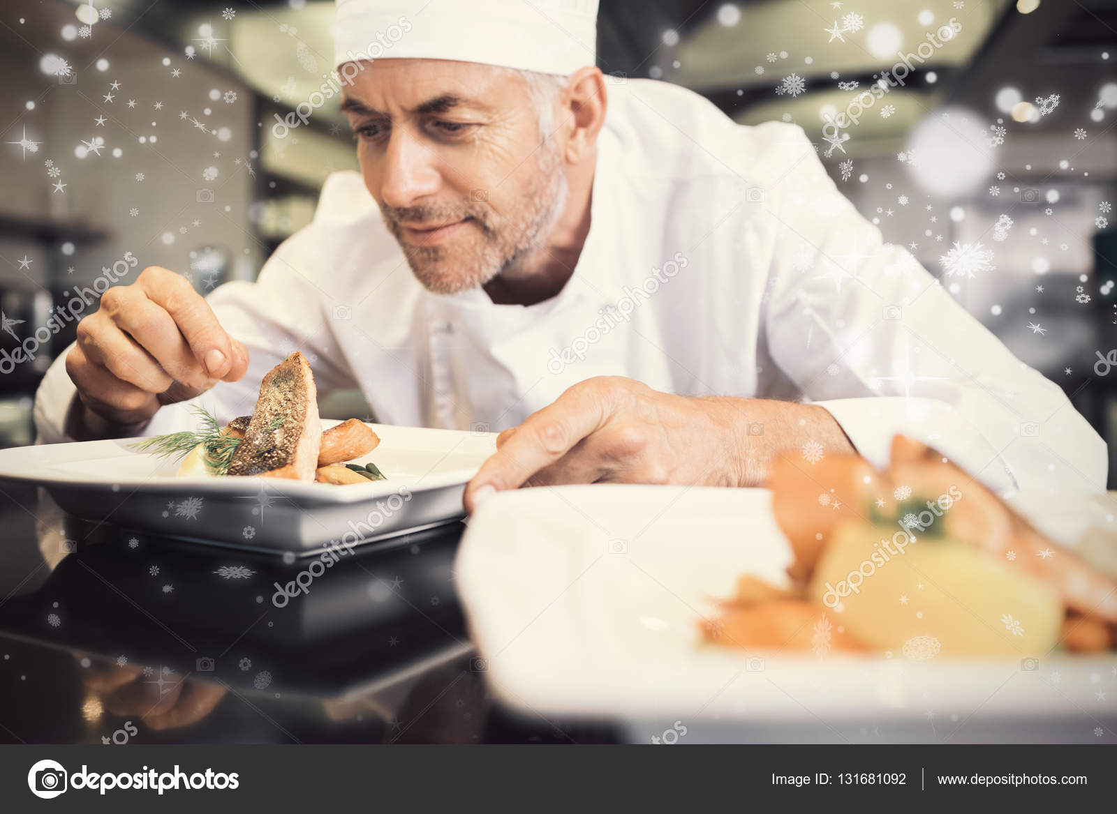 kitchen chef decor backsplash tile 男厨师装饰厨房里的食物 图库照片 c wavebreakmedia 131681092
