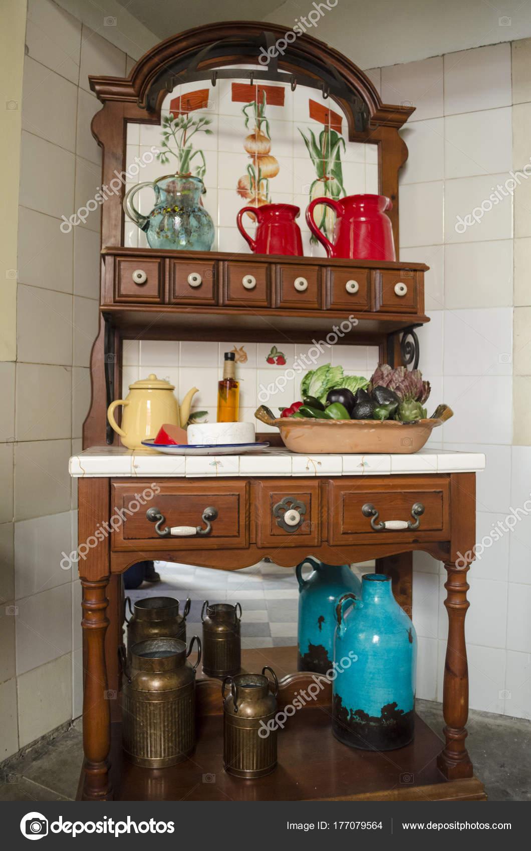 white kitchen buffet aid walmart forniture 的罐子和塑料水果墨西哥厨房的一部分 图库照片 c auroraangeles 一块forniture 的罐子和塑料水果 墨西哥厨房的一部分 照片作者auroraangeles