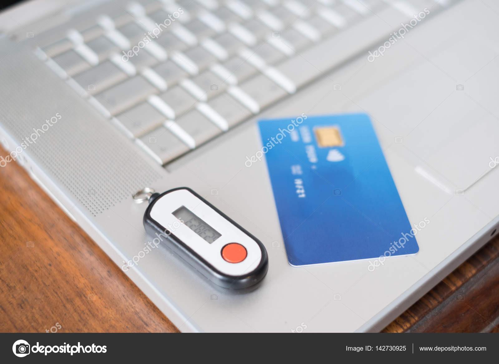 Carta Di Credito Contactless E Pin Di Sicurezza Foto Stock