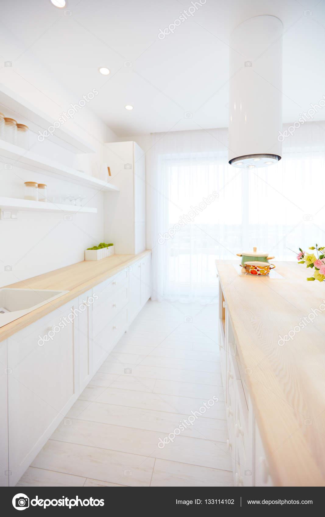 rolling island kitchen kid kitchens 白色木制厨房同岛抽油烟机和悬挂式货架 图库照片 c olesiabilkei 133114102