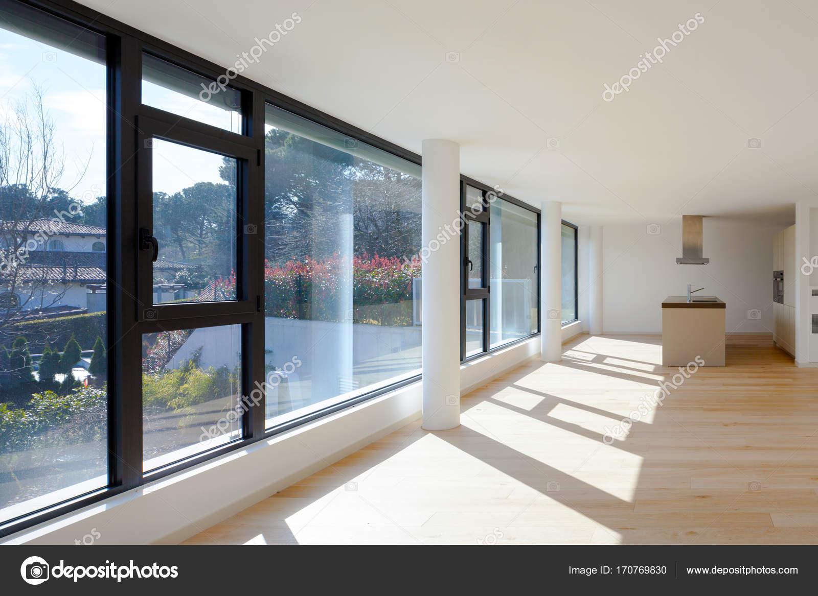 現代的房子,只是房間都是空的內部 — 圖庫照片©Zveiger#170769830
