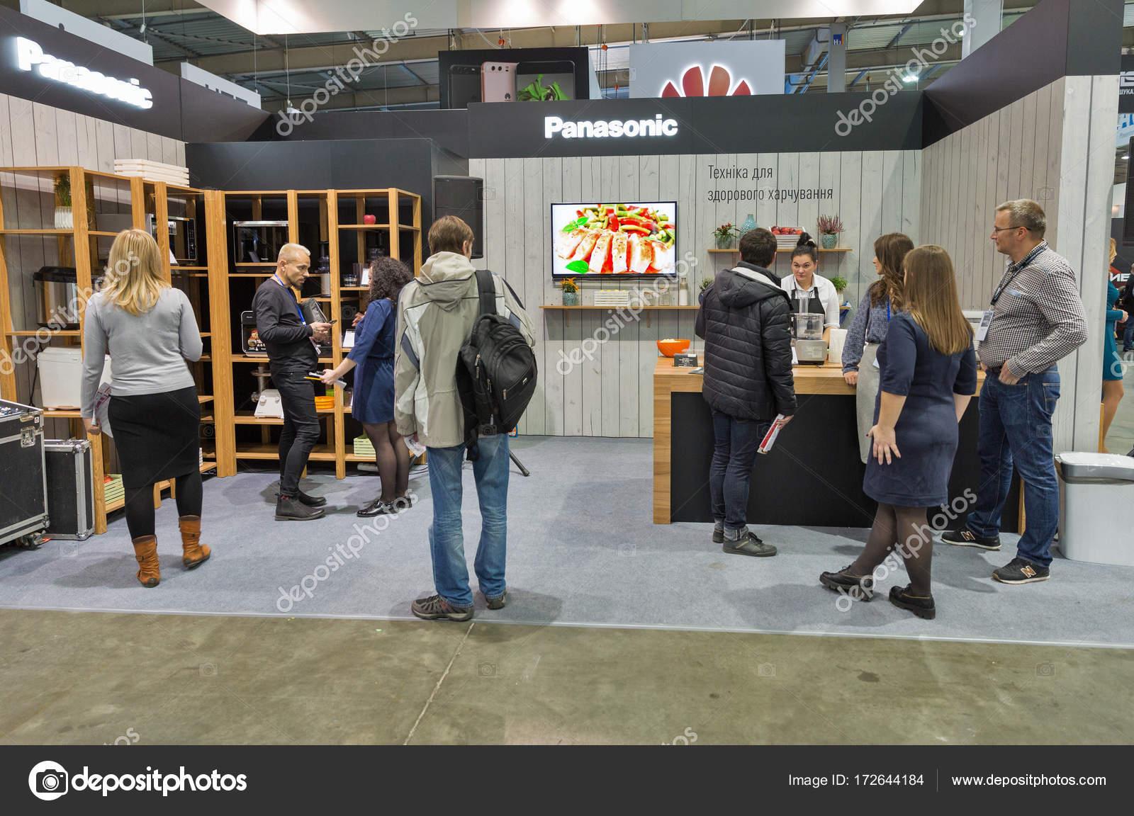 kitchen booths countertops 松下厨房用具摊位在中欧和东欧2017在基辅 乌克兰 图库社论照片 图库照片