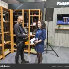 Kitchen Booths Wine Decor Accessories 松下厨房用具摊位在中欧和东欧2017在基辅 乌克兰 图库社论照片 图库照片