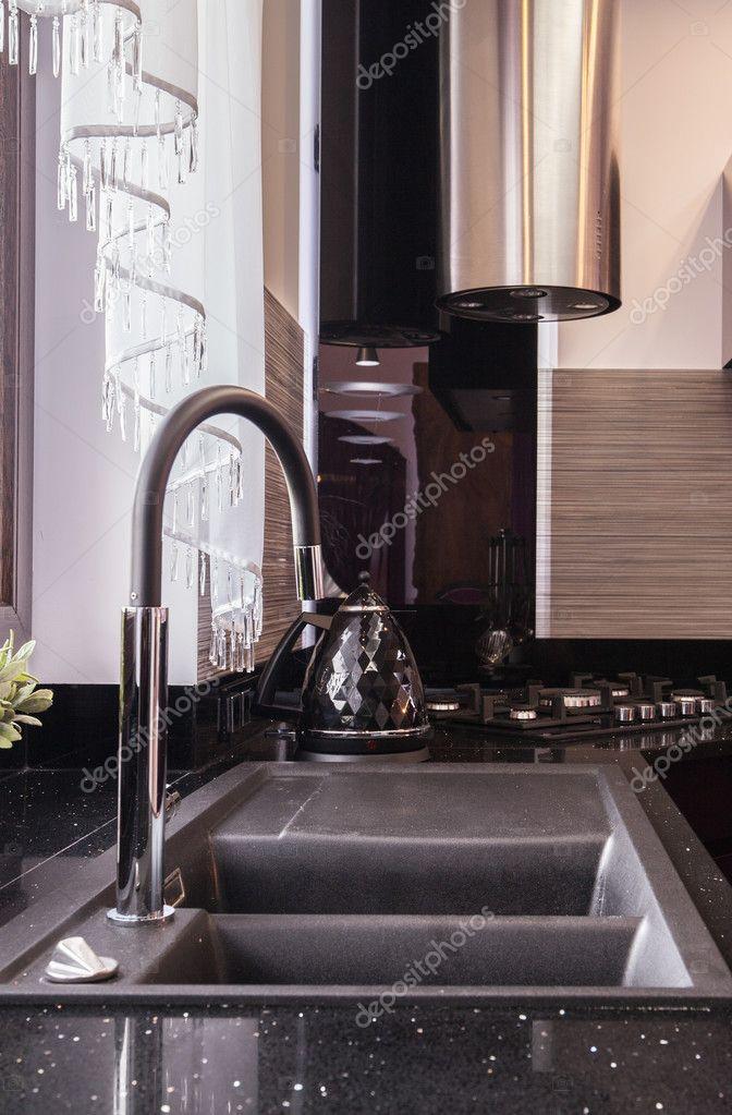 black sink kitchen designing cabinets 黑色的厨房的水槽 图库照片 c photographee eu 125652114 在现代室内黑色厨房水槽的形象 照片作者photographee