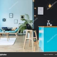Blue Kitchen Rugs Hotels In Houston With Kitchens 蓝色的厨房岛房 图库照片 C Photographee Eu 166300932 在蓝色的厨房岛与滗水器在客厅里与表在白色的地毯上的黑凳子 照片作者photographee