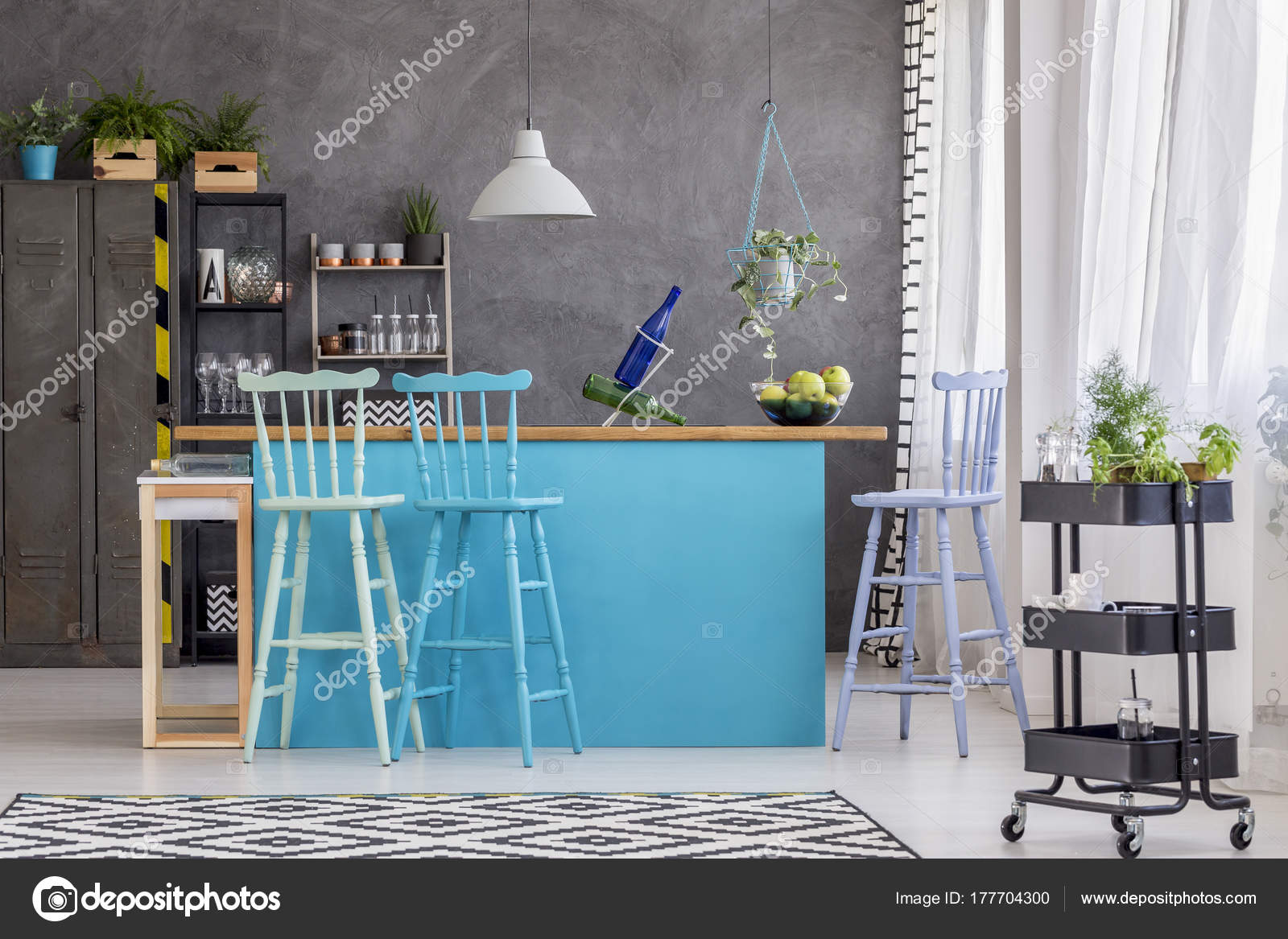 kitchen stool shaker style cabinets 凳子和蓝色的厨房岛 图库照片 c photographee eu 177704300