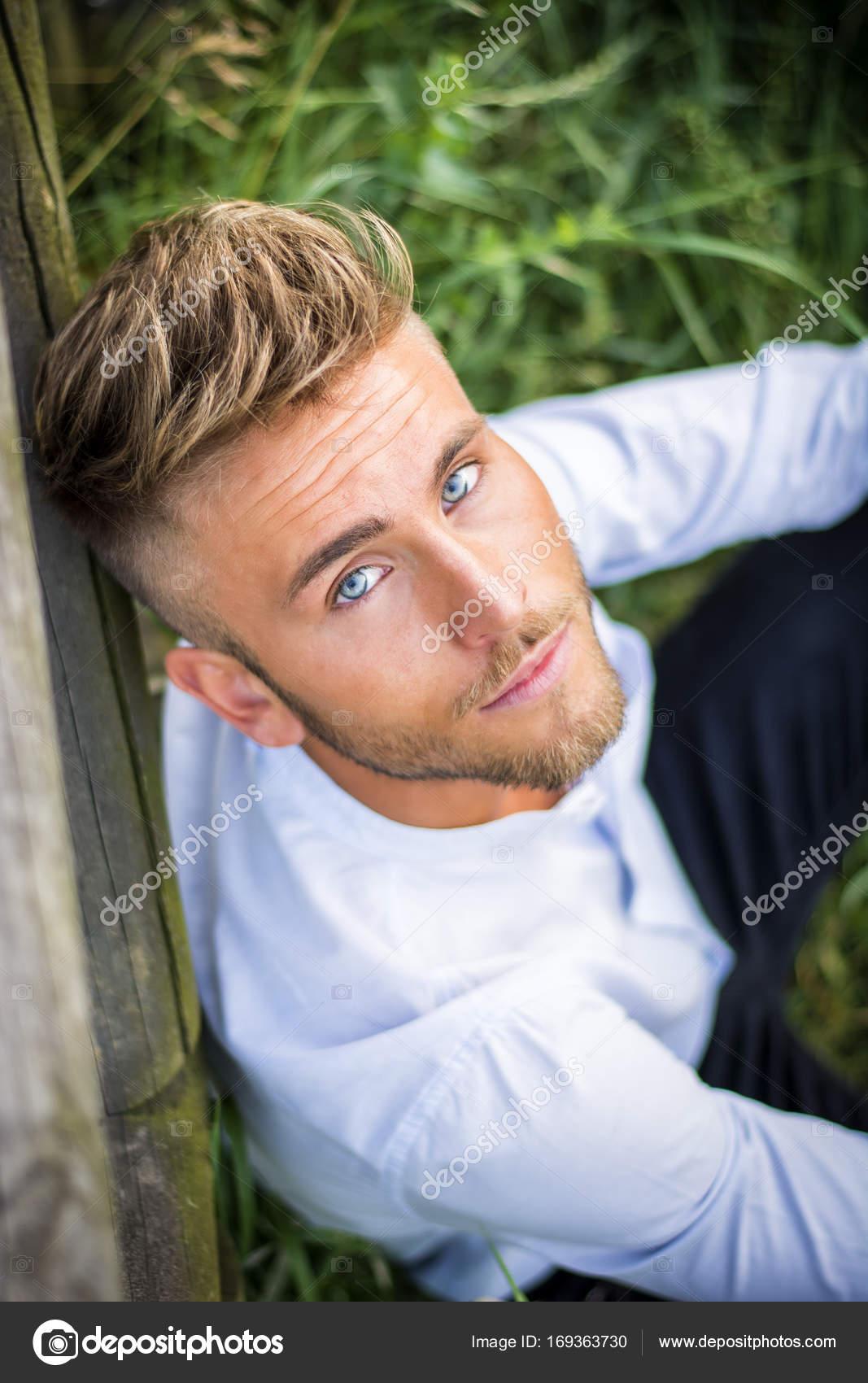 Blaue Augen Braune Haare Junge