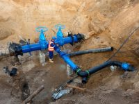 Technical expert underground at gate valve on 500mm drink ...