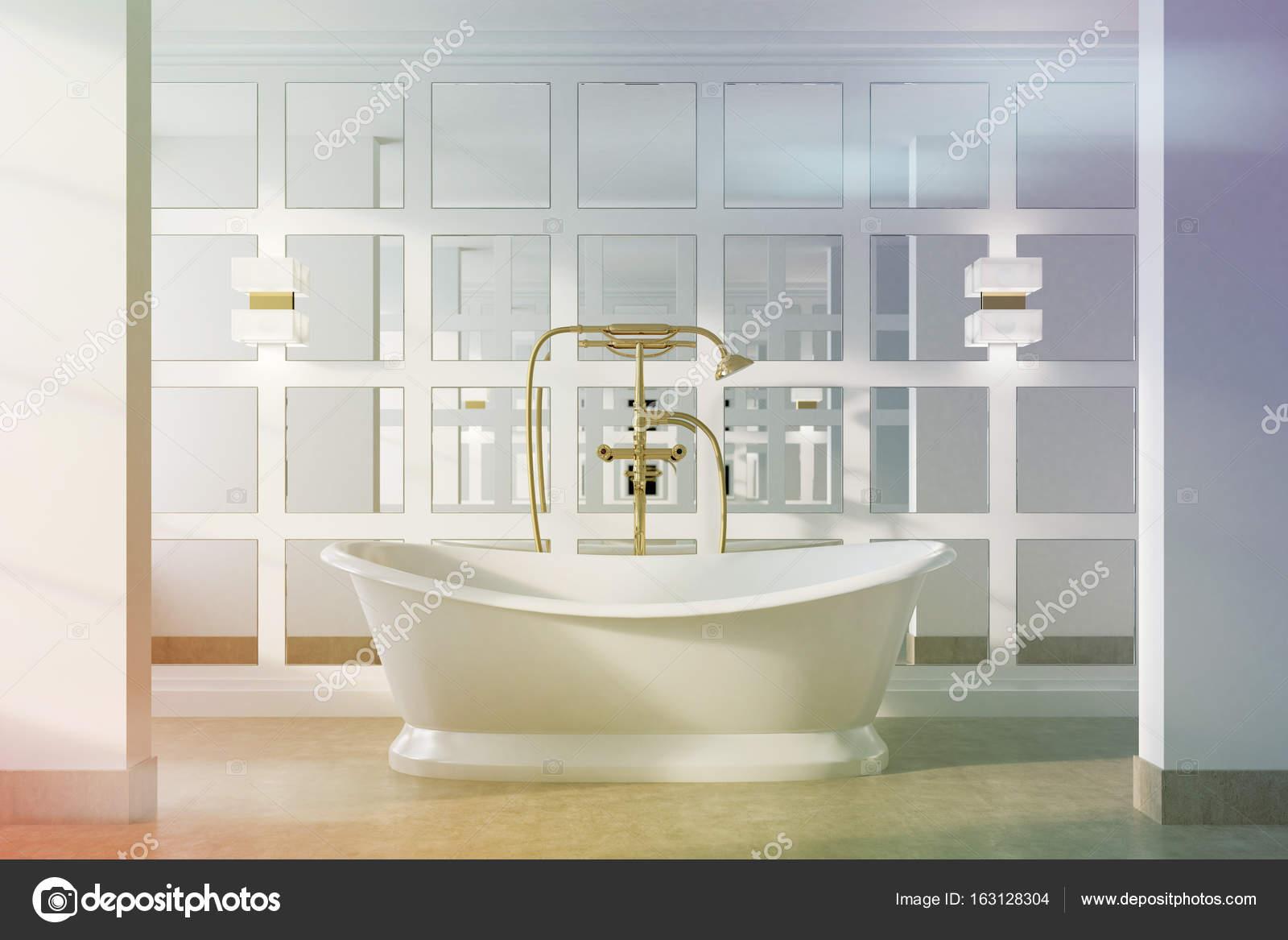 Vasca da bagno vintage bianco tonico  Foto Stock