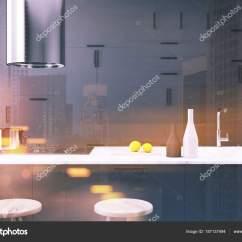 Pub Kitchen Table Rooster Rug 深灰色厨房内饰 酒吧关闭色调 图库照片 C Denisismagilov 187137494