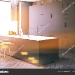 Pub Kitchen Table Glassware 深灰色厨房角落 酒吧色调 图库照片 C Denisismagilov 189203812 木墙阁楼厨房角落与木地板 和深灰色台面 有凳子的桌子 3d 渲染模拟色调图像 照片作者denisismagilov