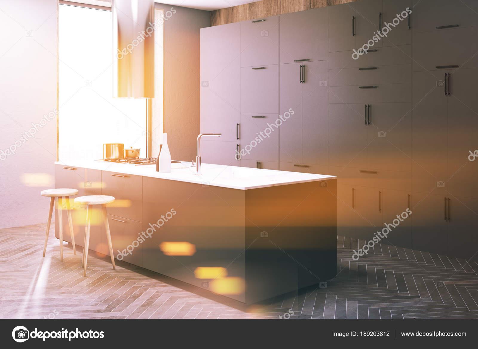 pub kitchen table grey modern cabinets 深灰色厨房角落 酒吧色调 图库照片 c denisismagilov 189203812 木墙阁楼厨房角落与木地板 和深灰色台面 有凳子的桌子 3d 渲染模拟色调图像 照片作者denisismagilov